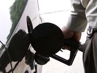 gas-pump-fueling-16405036-10959.jpg