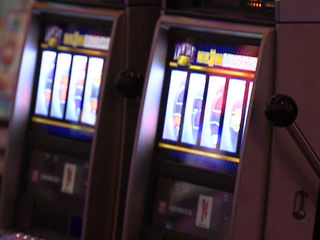 slot-machine-gambling-casino_1361922498876.jpg