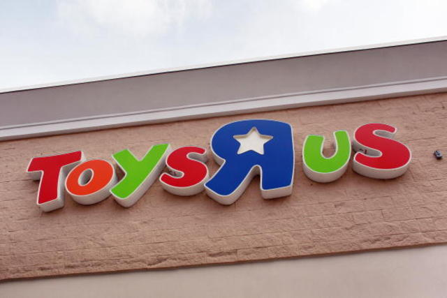 Secret Santa pays off layaway orders at New Jersey Toys R Us