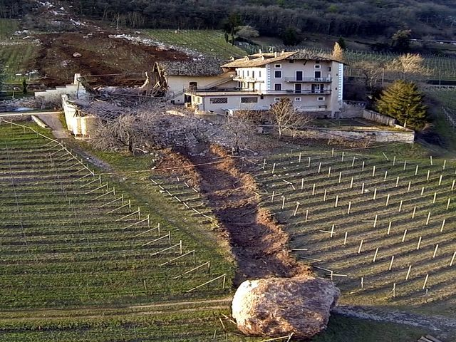 Boulder Nearly Wipes Out Italian Farmhouse Turntocom - Huge boulder narrowly missed house in italy