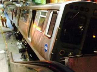 Chicago commuter train derails, 32 injured
