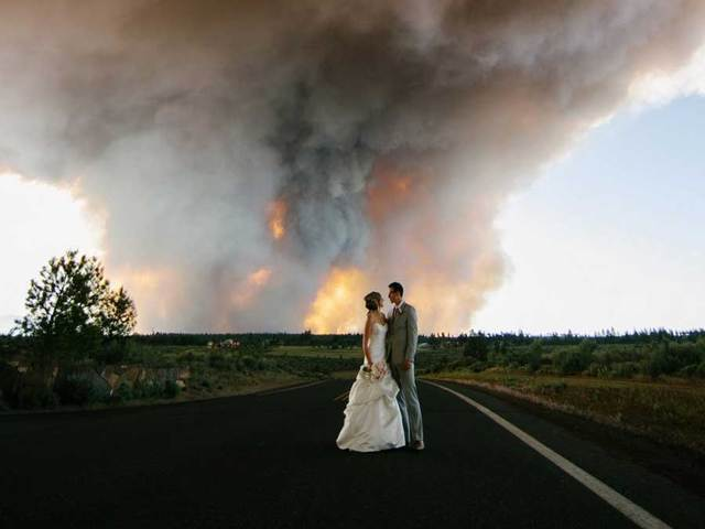 wildfire causes oregon wedding evacuation results in epic