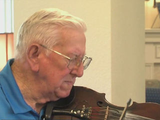 93-year-old fiddler spreads love of music
