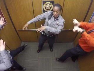 VIDEO: Sheriff's deputy dances in elevator
