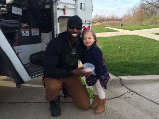 Friendship between girl, garbage man goes viral