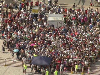 Shuttle breakdown: Fans wait hours to leave race