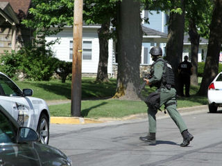 Marion police in standoff with robbery suspect