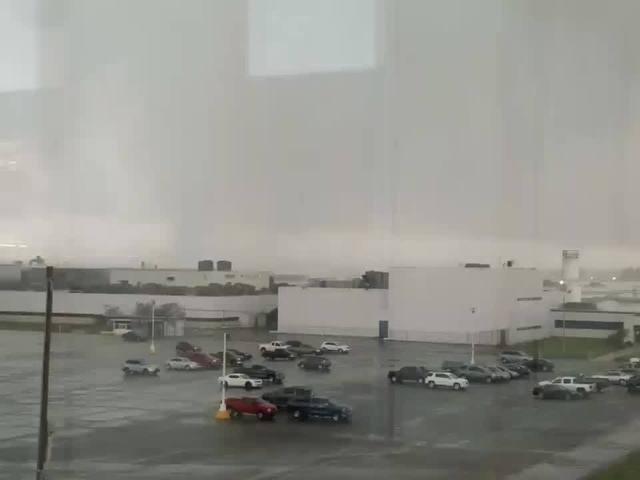 Video from Matthew Banzinger via Twitter of Kokomo tornado