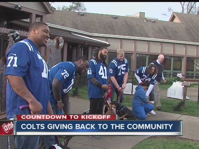 Colts give back with donation to the humane society