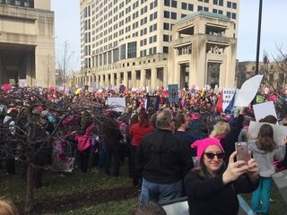 Thousands gather at statehouse for women's rally