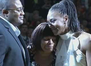 Indiana Fever retires Tamika Catchings' number