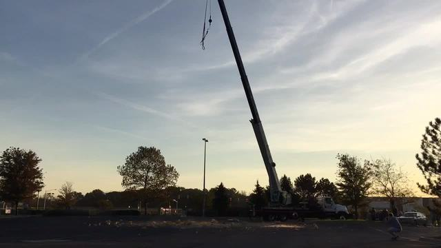 Giant 1-400 pound pumpkin dropped from 140 feet for Smiley Radio Show-s…