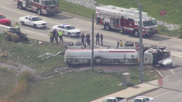 Semi carrying human waste overturns on I-465 ramp - TheIndyChannel ...