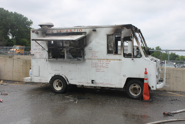 Fire Breaks Out Inside El Tacarajo Food Truck 2 Employees And Customers Hurt