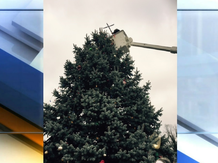 knightstown removes cross from top of town christmas tree theindychannelcom indianapolis in - Cross Christmas Tree