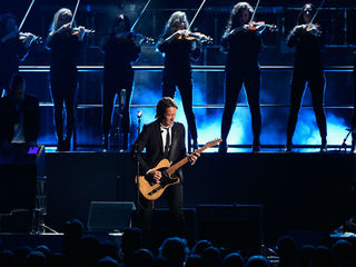 Keith Urban to perform in Indy in June