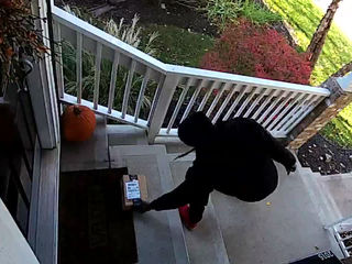 VIDEO: Thief steals Amazon package from porch