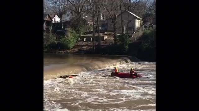 Water rescue- Man clinging to boat- stuck in recirculation of dam saved