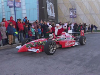 Santa arrives in Indy by IndyCar, helicopter