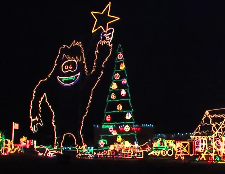 25 Years Later Reynolds Christmas Lights Going Strong