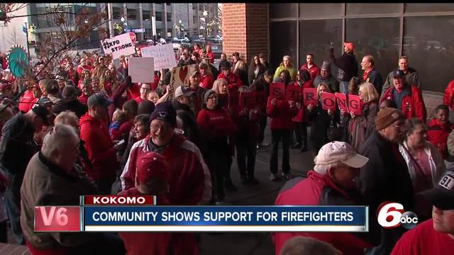 Contract dispute continues for Kokomo firefighters- hundreds gather…