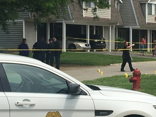 One dead in double shooting at Indy apartments