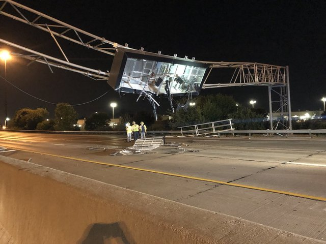 I-70 closed after dump truck crashes into sign